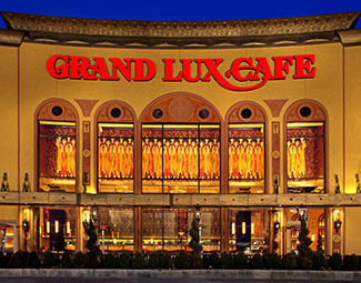 Restaurant Grand Lux Cafe 1 Garden State Plaza Paramus New Jersey